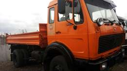 Mercedes 1622 tipper with auxiliary 6 tyres