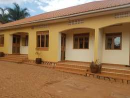 A nice 2bedroomed house for rent in kanyanya at 600k