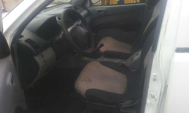 A clean mitsubishi L200 pick up Agege - image 6