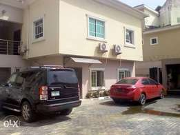 Fully serviced & Spacious 3bedroom flat for rent in Lekki Phase 1