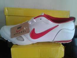 nike apparel sportshoe