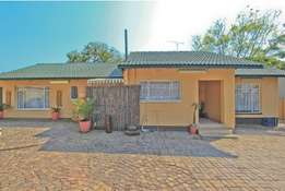Beautiful Family Home in Edleen /Kempton Ext