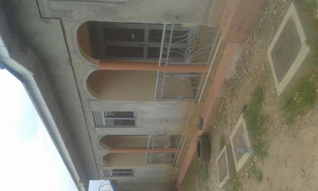 Self contained house with a kitchen in side . In a gate parking space. Kampala - image 1