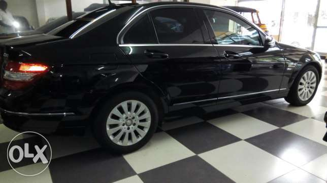 Mercedes C200 CGI Fully loaded Clean Unit on a Deal Nairobi CBD - image 4