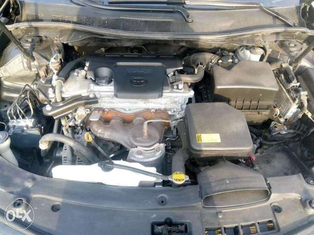 2012 Toyota camry SE black in good condition Lagos Mainland - image 5