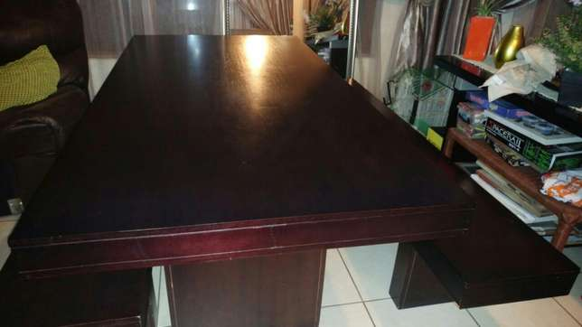Dining room table and benches Roodepoort - image 5