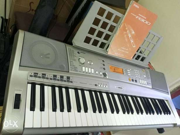 Used yamaha psr-a300 oriental keyboard As New+X Stand