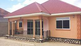 4bedrooms house in kira on14decimals at 320m negotiable