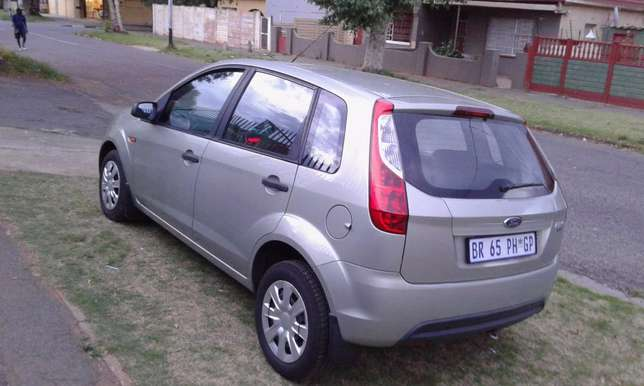 For Sale - Ford Figo 1.4 Ambiente (Low Mileage) Southdale - image 3