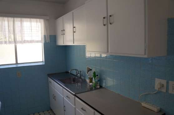 Large 2 Bedroom Apartment Kenilworth - image 6