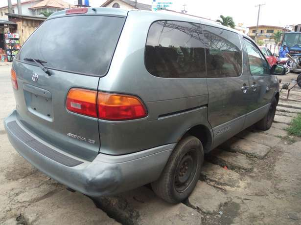 Toyota sienna 2000 model CE Low mileage fabric seats chilling Ac Surulere - image 8