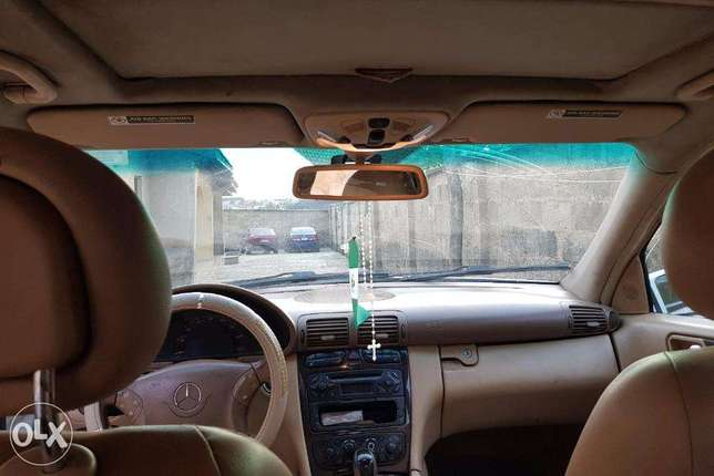 Mercedes benz C240 4matic clean used Ibadan North West - image 8