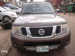 Nissan pathfinder gold color
