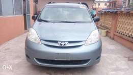 Toyota Sienna 2006 (Tokunbo) Located at Yaba