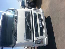 Clean 2003 to 2011 Volvo 400 trucks for sale!