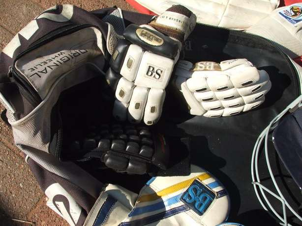 Cricket Set Complete (incl Ball and Wiki gloves) Roodepoort - image 3