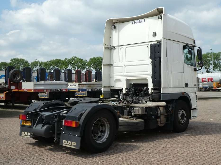 DAF XF 105.460 superspacecab - 2012 - image 4