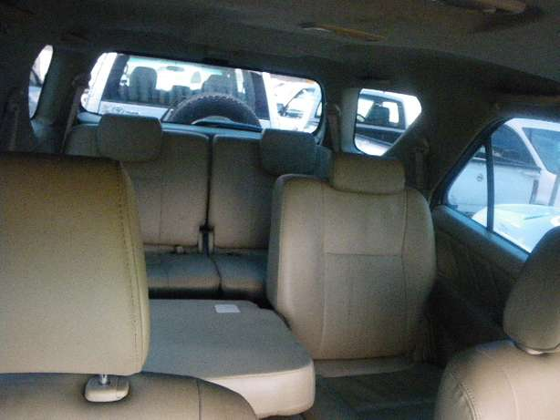 2011 Toyota Fortuner 3.0 D4D 4X4 7 Seater for R249990 Springfield - image 6