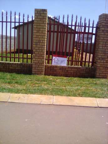 Two bedroom house for rental in Protea Glen Ext 31, R3600 available Protea Glen - image 2