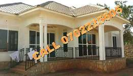 Authentic 3 bedroom house for sale in Kiira-Mulawa at 200m
