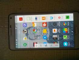 White Galaxy Note 4 that reads usb and external hard drive