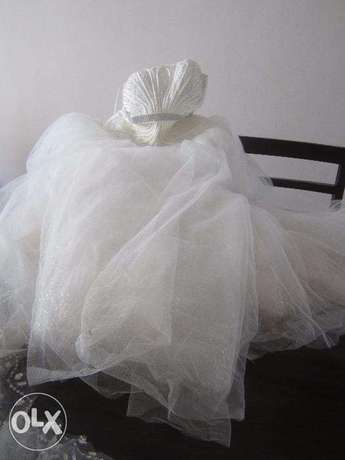 WEDDING GOWN - IMPORTED & Shoes & Accessories - Used once Nairobi CBD - image 1