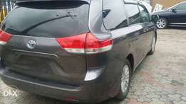 ADORABLE MOTORS: A Super clean Tokunbo 2014 Toyota Sienna 4 sale