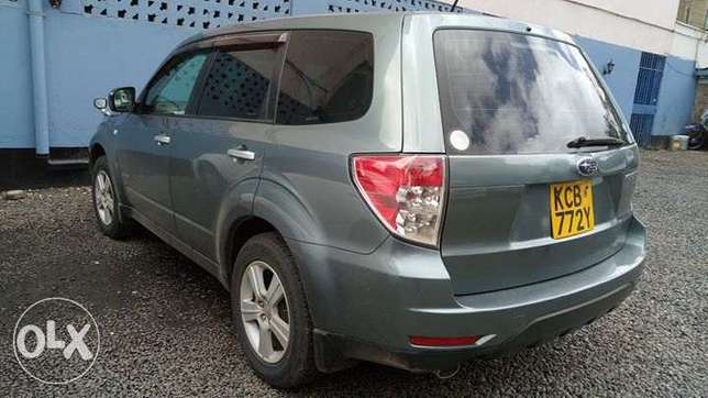 Subaru Forester Non Turbo 2000cc lady owned clean just buy and drive Nairobi CBD - image 4