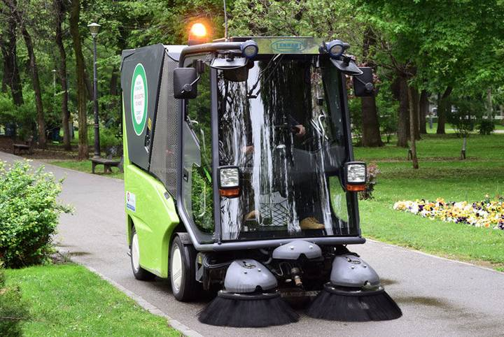 Green automaturatoare electrica  machine 500 ze road sweeper
