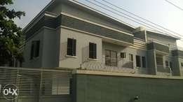 Luxurious 4 bedroom duplex with a bq for sale in lekki phase 1