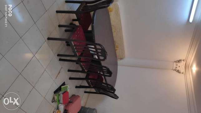 Dining Table with 5 chairs extra