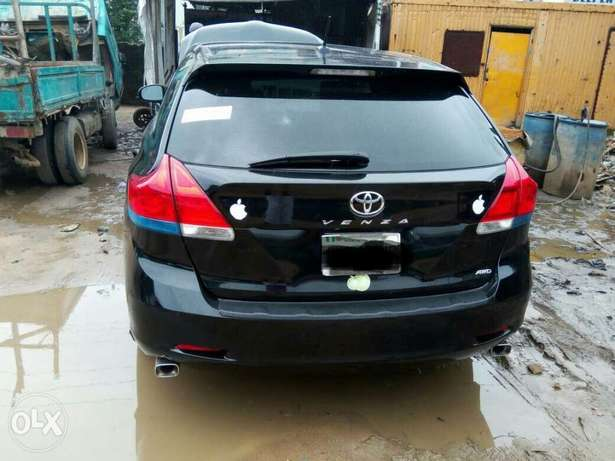 Neatly used venza up for grab Port-Harcourt - image 2