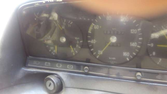 Mercedes Benz 240D, diesel Thindigwa - image 4