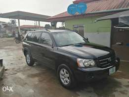 Neatly Used Toyota Highlander 2002 model