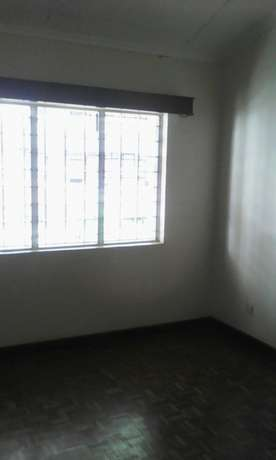 Four bedroom maisonette to let Parklands - image 5