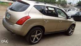 Very very clean Nissan murano 05