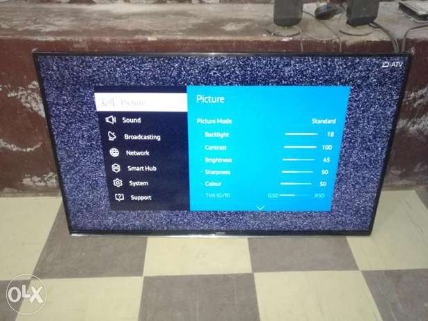 "Almost new 40"" Samsung Smart hub FHD TinzenOS Wifi ready 2015 LED TV Ojo - image 4"