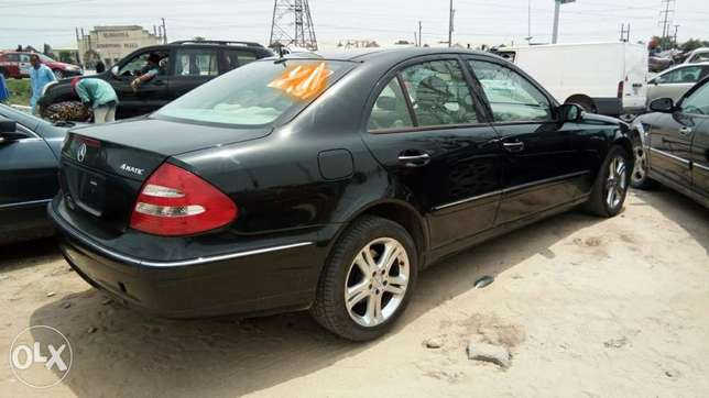 Clean Foreign Used 2004 Merc-Benz E500 4Matic With Leather Navigation Lekki - image 8