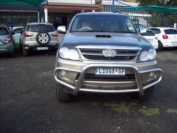 Toyota fortuner 4x4 Model,5 Doors factory A/C And C/D Player Johannesburg CBD - image 1