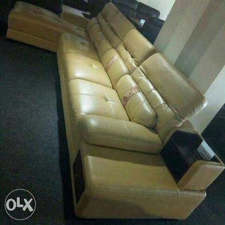 Adjustable sofa leather chairs L shape by 7seaters Lagos Mainland - image 2