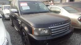 Rang Rover 2006 with DVD head reat
