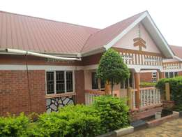 Three self contained bed room at 600000 in Kirinya along Bukasa road
