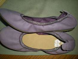 Pick 'n Pay purple curl up flats size 6