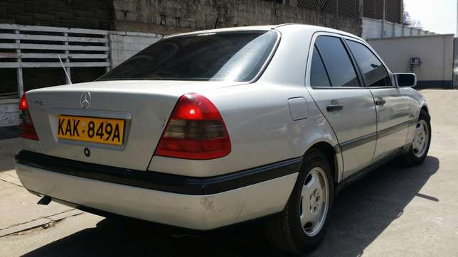 Mercedes C180 manual gear Nairobi CBD - image 5