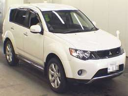 Very clean outlander pearl 2010 model