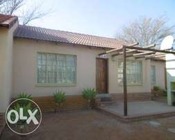 2 bedroom flat, bendor, R5000. From june 1 2017