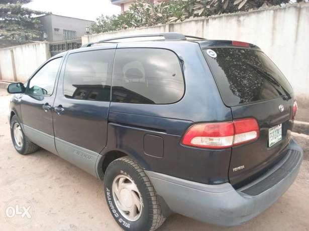 ADORABLE MOTORS: A crispy clean & sound 2002 Toyota Sienna for sale Lagos Mainland - image 8