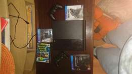 PlayStation 4 500GB console + 2 controls & 3 games