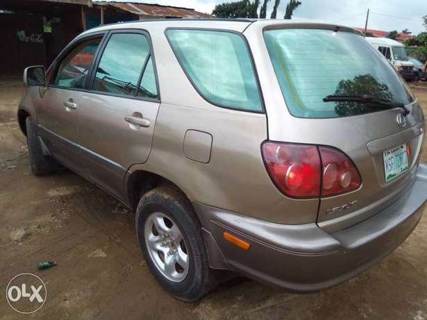 Neatly Used Lexus RX300 Lagos Mainland - image 2
