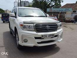 Land cruiser petrol year 2008